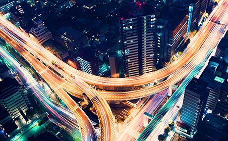 Inspiracja urbanistyczna sztuka dekoracyjna sieć drogowa nocą