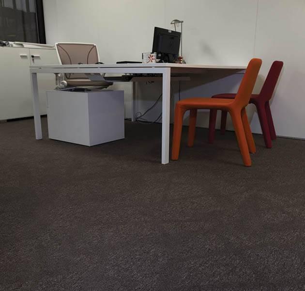 Inspiration Grande Reference office dalles Metropolitan grafik track bureau chaises couleurs