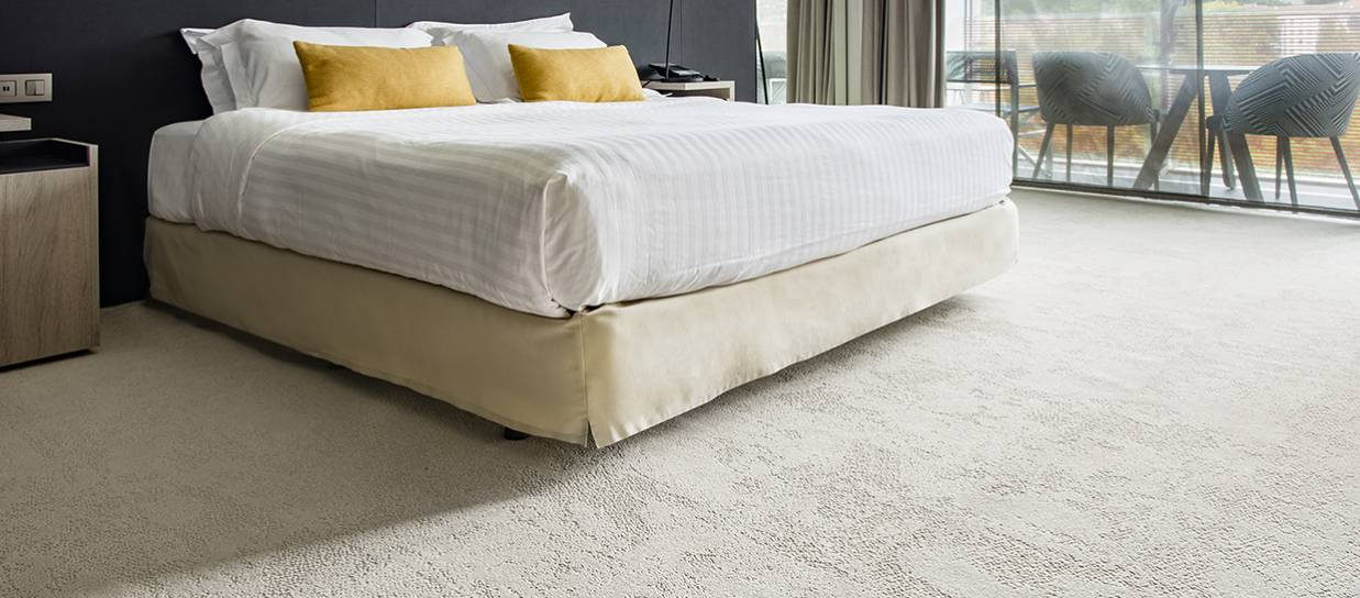 https://pl.balsan.com/sites/default/files/styles/qualite/public/media/image/201901/4a9l_roomset_carpet_louvre_605_beige_2_bandeau.jpg?itok=P_1-Z_gm